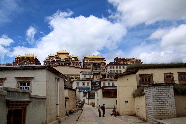 Calles del monasterio