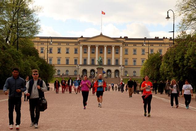Gente haciendo deporte frente al Palacio