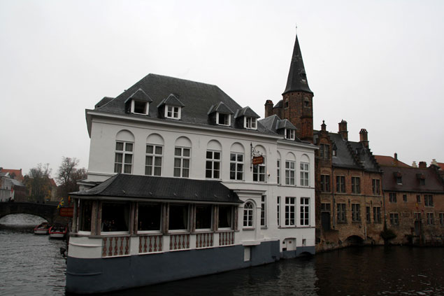 Ciudad bañada por canales