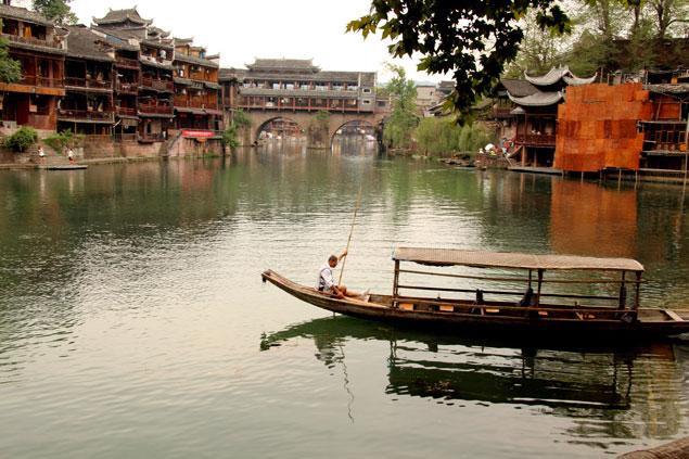 Barcas sobre el río