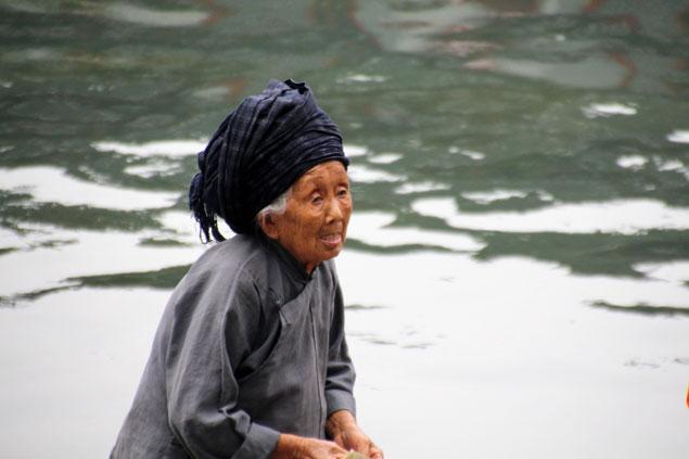 Anciana de la etnia Tujia