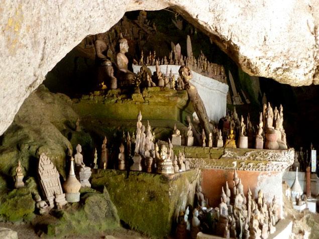 Budas dentro de las cuevas
