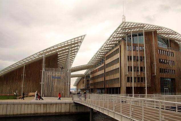 Museo de Aker Brygge con una estructura innovadora