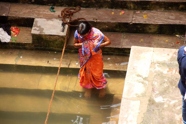 peldaño a peldaño hacia el Ganges