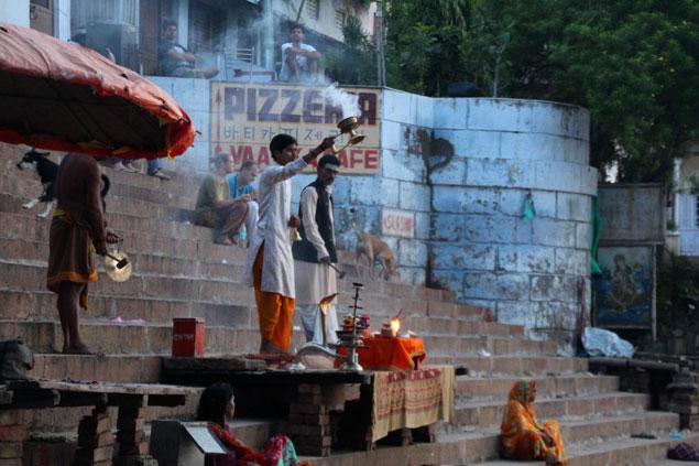 Ceremonias religiosas entre escalones