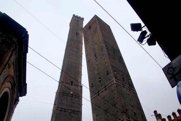 Las dos torres de Bolonia, un emblema de la ciudad