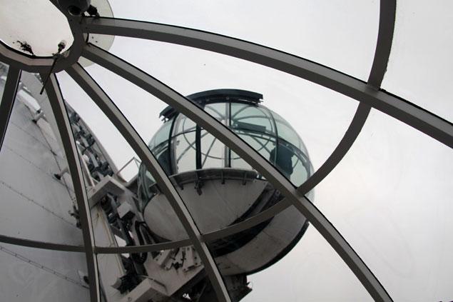 Ascensores circulares por el exterior de The Globe