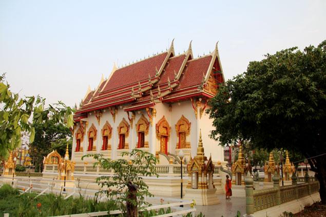 Templo en nueva Sukhothai