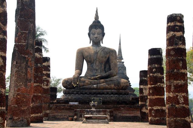 Uno de los budas del Wat Mahathat