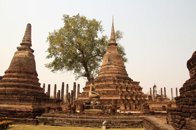 algunos de los chedis del Wat Mahathat