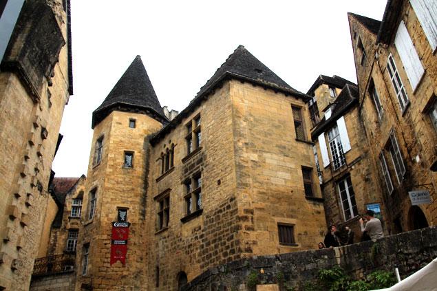 Ruta por el Perigord-Dordoña (Fachada exterior del Manoir de Gisson)