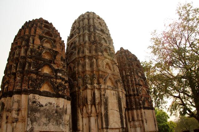 Los tres Prangs del Wat si Sawai