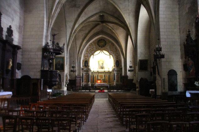 Interior de la iglesia de San Cyprien