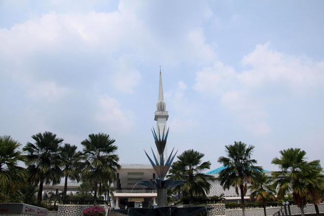 La mezquita nacional, lugar que ver en Kuala Lumpur