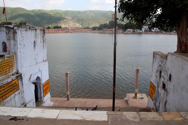 Uno de los 52 Ghats del Lago de Pushkar
