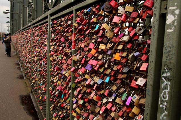 Muestras de amor en el Puente Hohenzollern