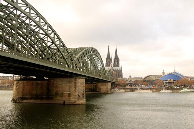 Al fondo del puente , el Dom