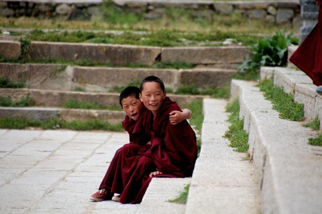 Jovenes monjes en el Kerti Gompa
