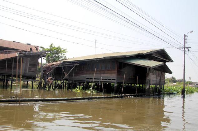 Casa de madera típica tailandesa