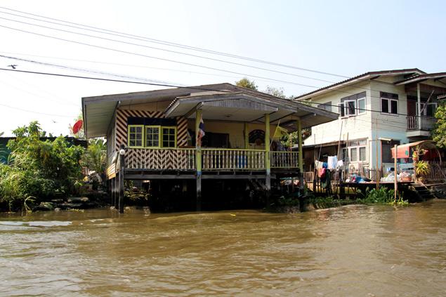 Casa situada en uno de los Bangkok Klongs