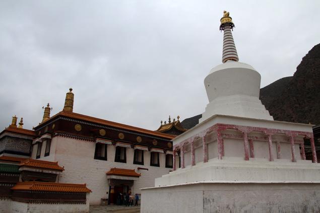 Monasterio de Labrang , entre oraciones y estupas