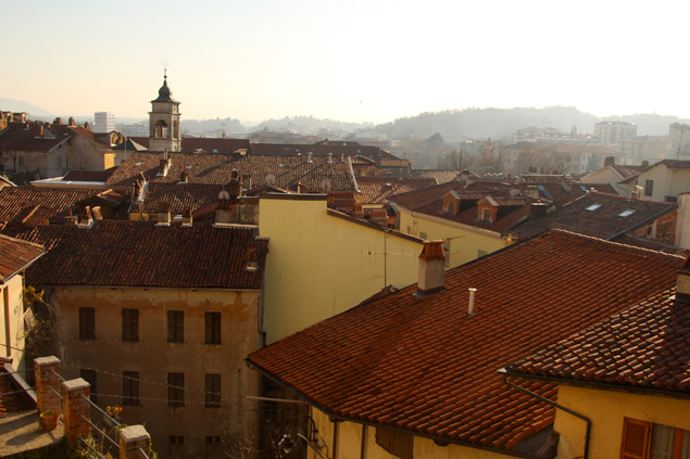 Color rojizo de los tejados en Ivrea