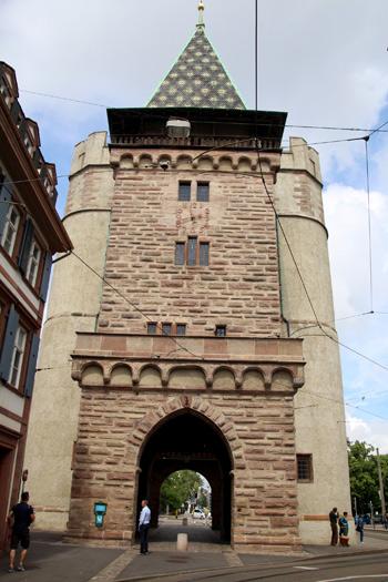 Spalentor , una puerta a la Basilea antigua