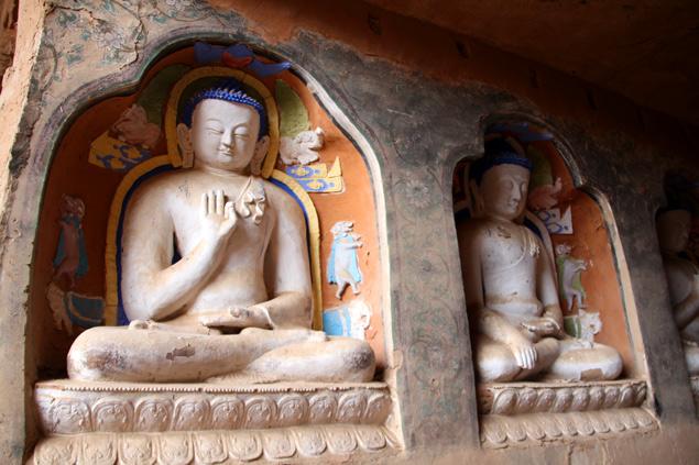 Una de las cuevas con Budas