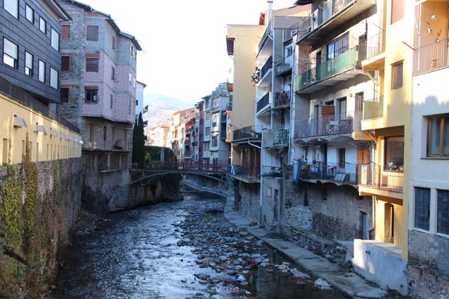 Una población bañado por los ríos