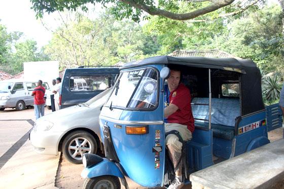 Que ver en Sri Lanka a nuestro aire , conduciendo un tuk tuk