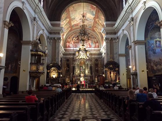Interior de la preciosa Iglesia de la Anunciación de Ljubljana