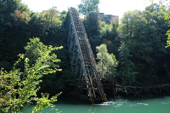 Puente sobre el río Neretva en Jablanica