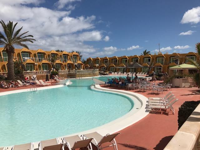 La Pirámide hotel , ruta por Fuerteventura