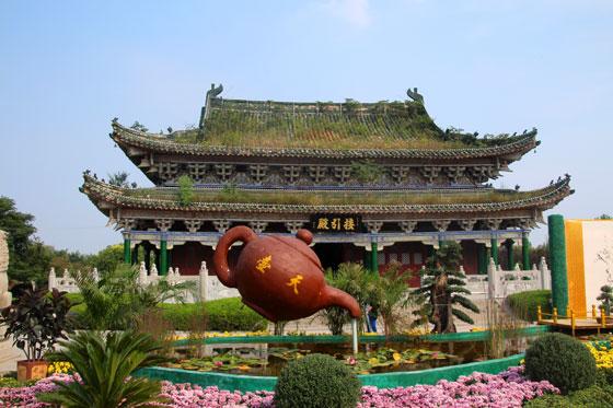 Uno de los pabellones del parque de la pagoda de hierro