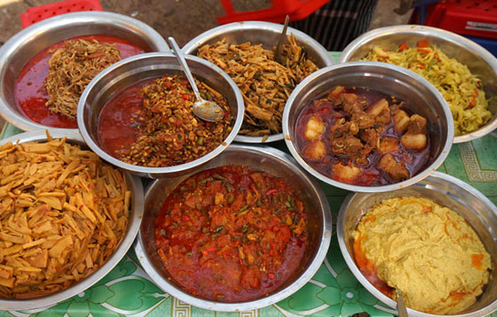 Comer en Myanmar , un placer sensorial