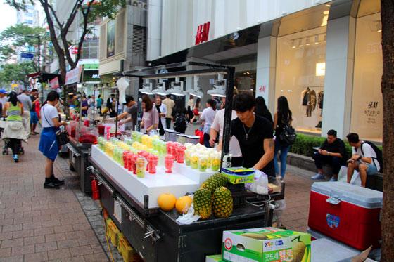 Vendedor de zumos en Myeongdong