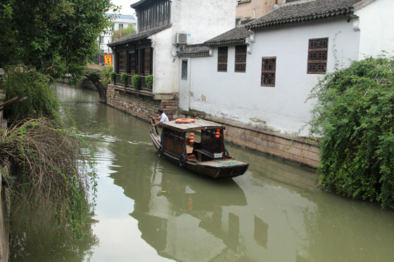 Barquero por los canales de Suzhou