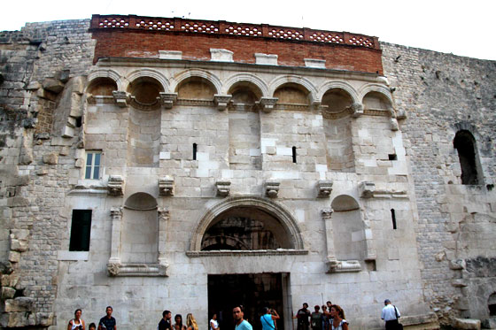 Puerta del Palacio Diocleciano