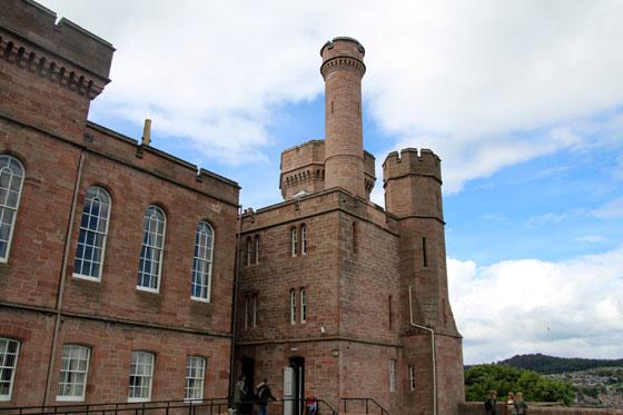 Lateral del castillo de Inverness