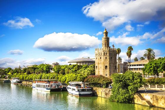 Torre de Oro a lo largo del río Guadalquivir, Sevilla