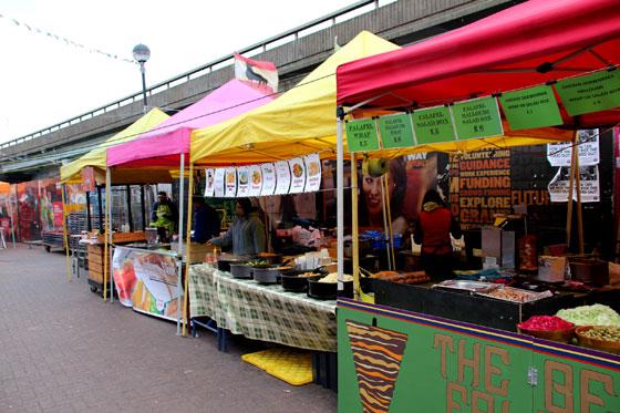 Puestos de comido en el mercado de Portobello