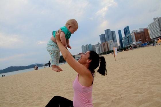 Viajar a Corea del sur con un bebé (Playas de Busan Haundae)