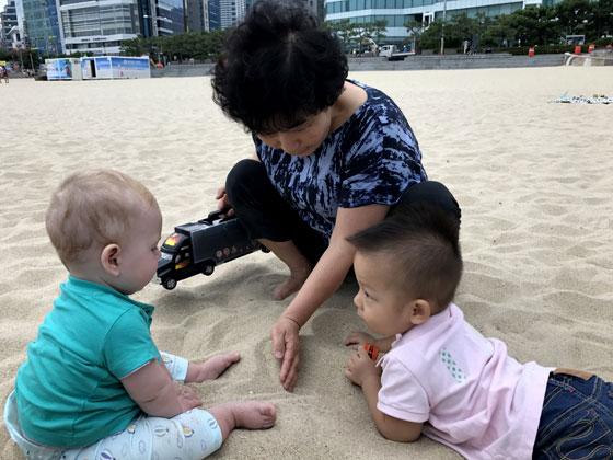 Jugando con niños Coreanos