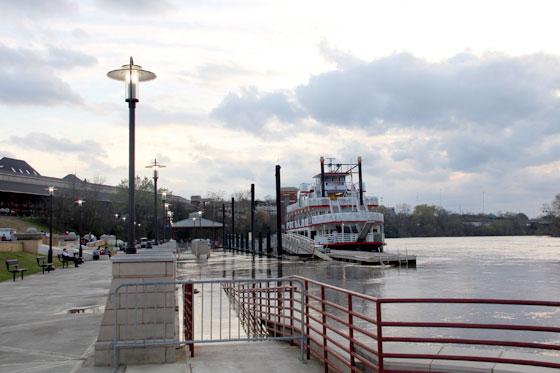 Riverwalk en Montgomery , paseando por el río Alabama