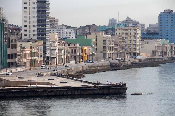 Vista del famoso paseo marítimo desde el Cristo de La Habana
