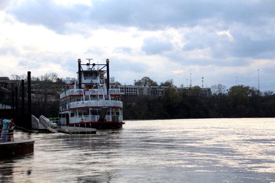 El río Alabama a su paso por Montgomery , nos deja  el Riverfront