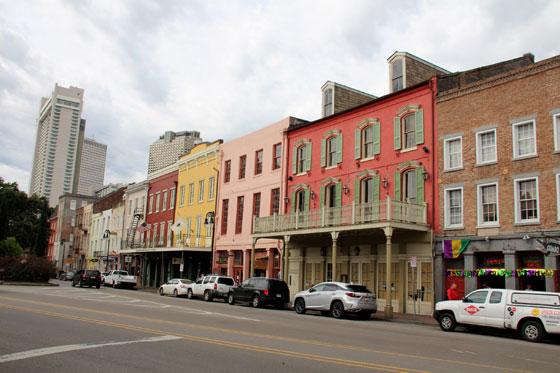 Coloridas edificios del barrio francés
