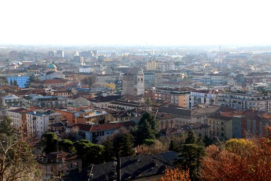 Vistas de la ciudad baja , desde las murallas