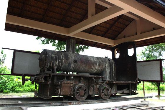 Que ver y hacer en Si Phan Don (Vieja locomotora)