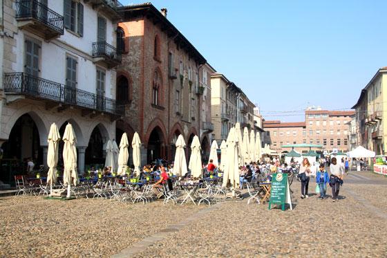 Que ver y hacer en Pavia , la plaza mas movida de la ciudad